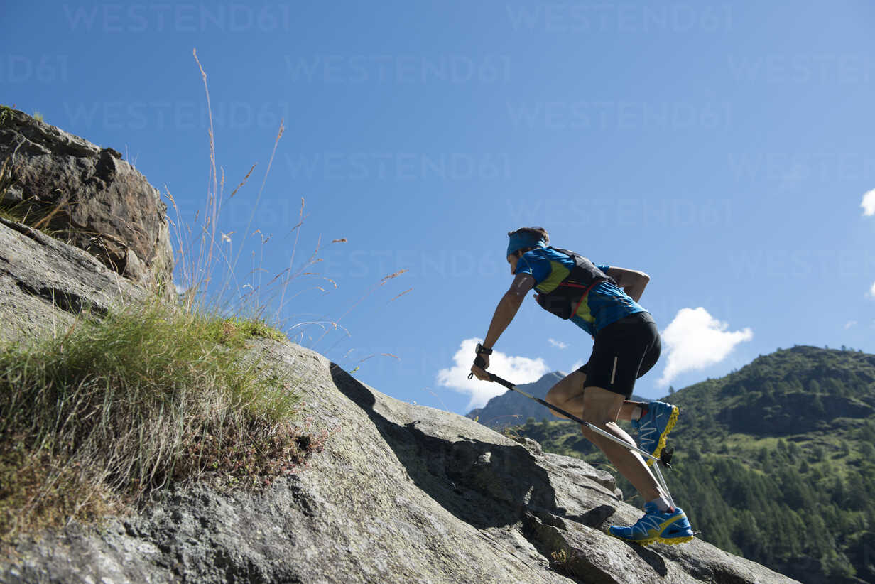 Italy, Alagna, trail runner on the move near Monte Rosa mountain massif - ZOCF00257 - ZoneCreative/Westend61