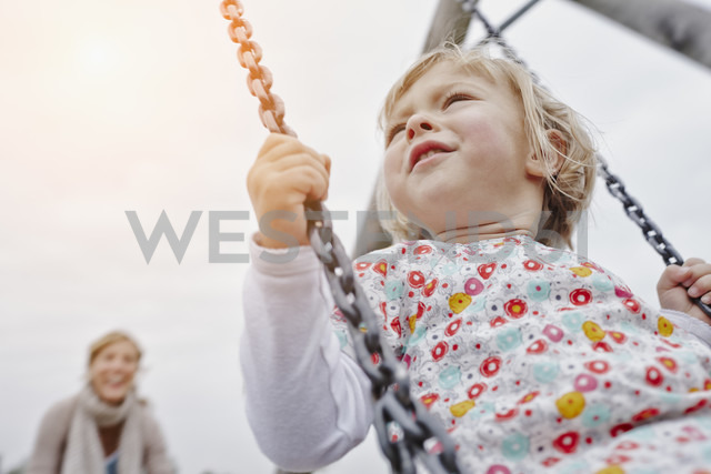Mother with daughter on swing on playground - RORF00849 - Roger Richter/Westend61