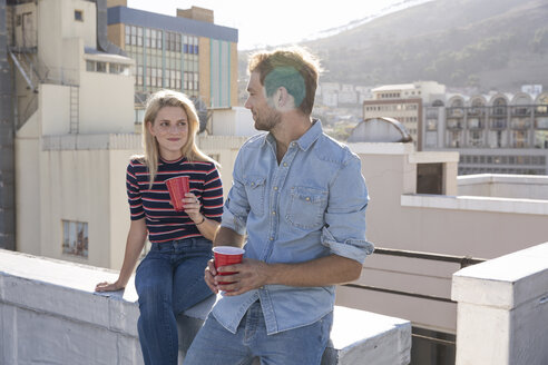Friends having a drink on a rooftop terrace - WESTF23102