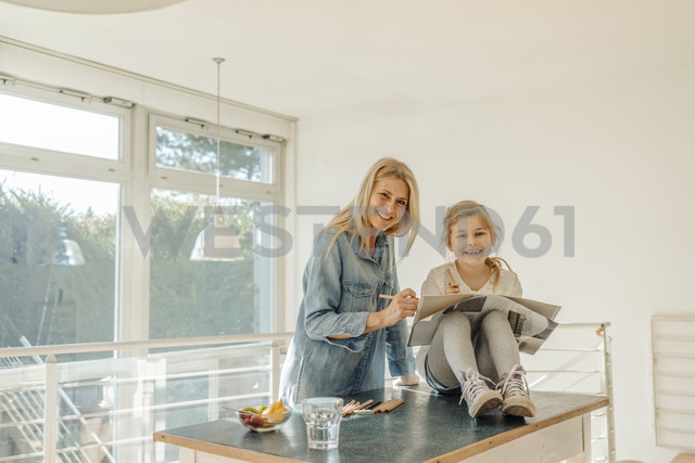 Mature woman and girl at home drawing together - JOSF00794