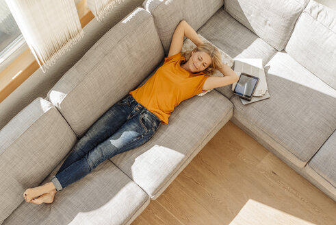 Woman at home lying on couch - JOSF00863