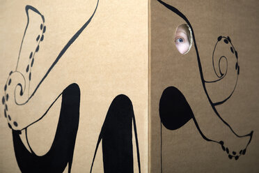 Girl peeking out of cardboard box painted with an octopus - PSTF00007