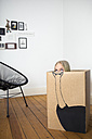 Girl inside a cardboard box painted with an ostrich - PSTF00010