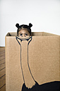 Girl inside a cardboard box painted with an ostrich - PSTF00022