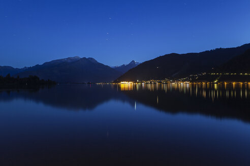 Austria, Salzburg State, Zell am See, Zell lake and mountain panorama at night - GWF05200