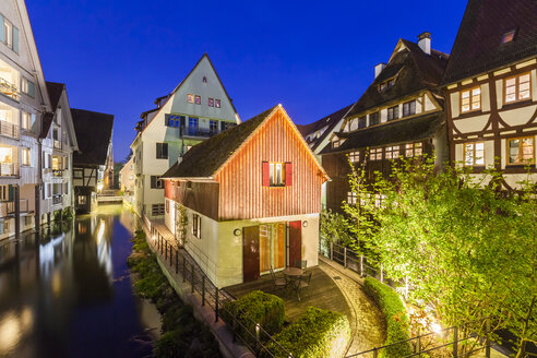 Germany, Ulm, Fischerviertel, historical houses at River Blau at night - WDF04026