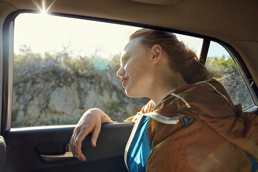 Young woman in a car looking out of window - SRYF00544