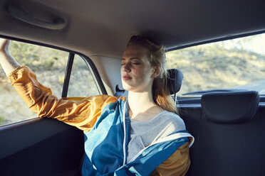 Young woman relaxing in a car - SRYF00550