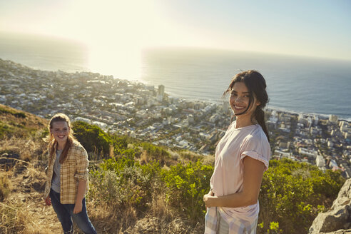 South Africa, Cape Town, Signal Hill, two young women hiking above the city - SRYF00574