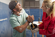 Two laughing employees in workshop - ZEF13700