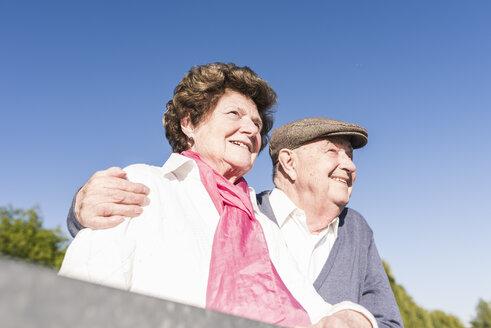 Portrait of happy senior couple - UUF10657