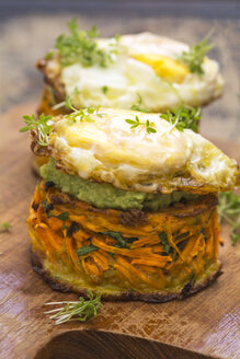 Sweet potato fritters with avocado dip and baked egg - ODF01515