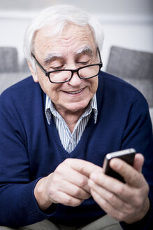 Senior man using smartphone - WESTF23295