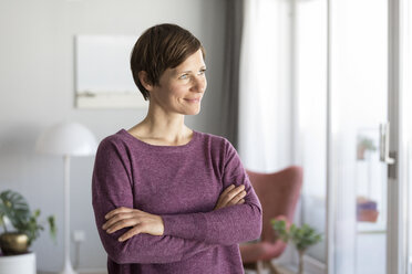 Portrait of smiling woman at home - RBF05711