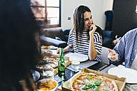 Friends having a pizza at home - GIOF02739