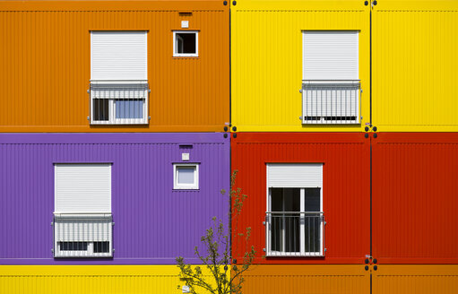 Colourful mobile homes - KLR00521