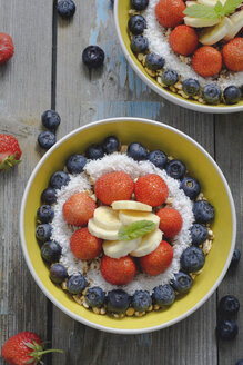Bowl of spelt pops with blueberries, strawberries, bananas and coconut flakes - ODF01527