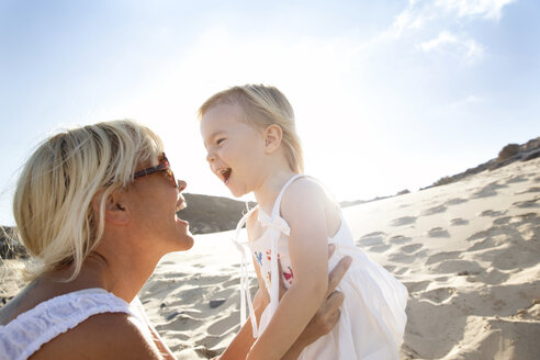 Spain, Fuerteventura, happy mother with daughter on the beach - MFRF00864