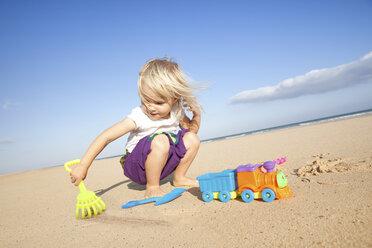 Spain, Fuerteventura, girl playing on the beach - MFRF00867