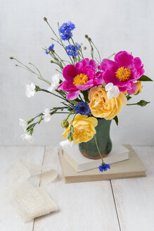Bunch of spring flowers - MYF01927