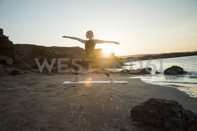 Greece, Crete, woman practicing yoga on the beach at sunset - CHPF00407 - Christophe Papke/Westend61