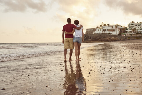 Spain, Canary Islands, Gran Canaria, back view of couple in love walking on the beach - PACF00011