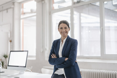 Portrait of smiling businesswoman in an office - JOSF01157