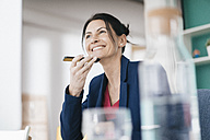 Portrait of smiling businesswoman on the phone - JOSF01205