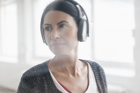 Portrait of woman listening music with headphones - JOSF01217