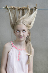 Blond girl's hair drying on clothesline - PSTF00049