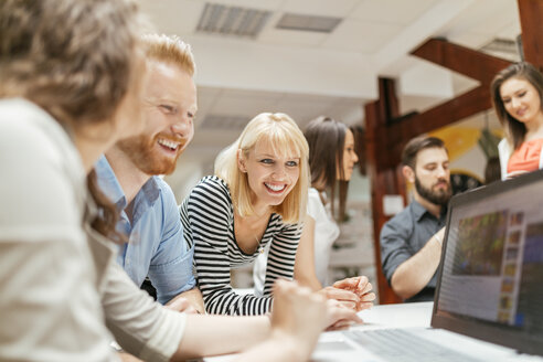 Business people working together in office - ZEDF00597