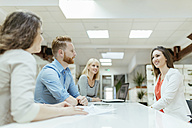 Business people working together in office - ZEDF00624