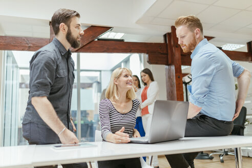 Business people working together in office - ZEDF00630