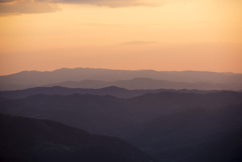Italy, Marche, Petrano Mountain,  sunset over Apennine Mountains - LOMF00580