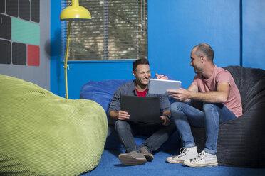Creative informal meeting in office - ZEF14028