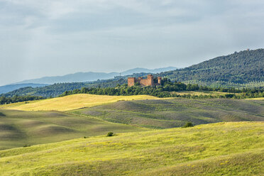 Italy, Tuscany, Val d'Orcia, Asciano, old castle - LOMF00582