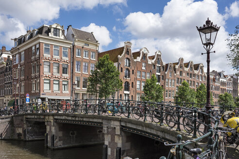 Netherlands, Amsterdam, town canal bridge in the old town - ELF01846