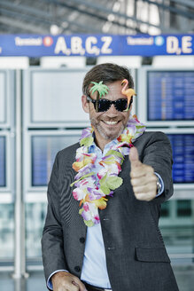 Smiling businessman dressed up as tourist at the airport - RORF00952