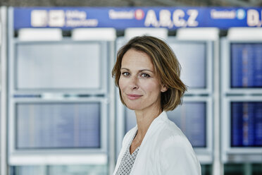 Portrait of confident businesswoman at the airport - RORF00955