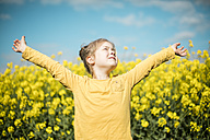Carefree girl in rape field - MOEF00002