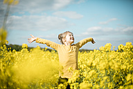 Carefree girl in rape field - MOEF00017