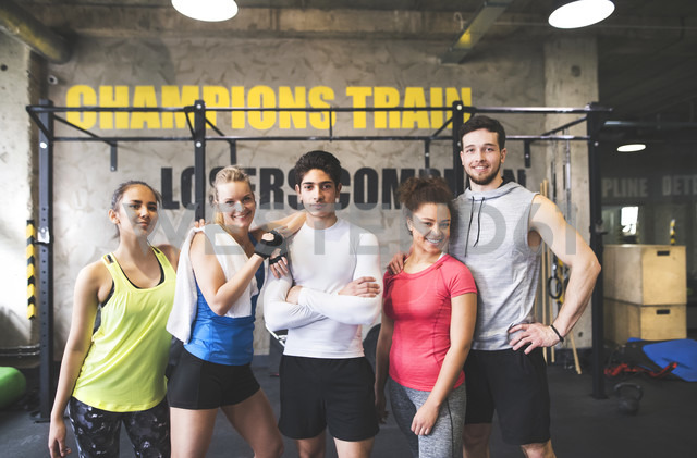 Portrait of confident young people in gym - HAPF01811