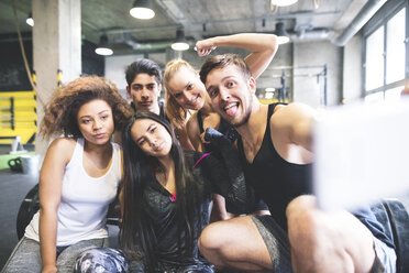 Group of young people posing for a selfie in gym - HAPF01853