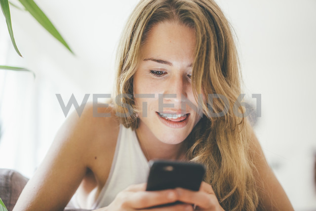 Young woman looking at cell phone - KNSF01680