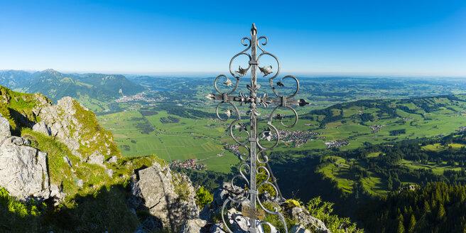 Germany, Bavaria, summit cross on Gruenten, Illertal - WGF01098