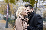 Happy business couple in the city - MAUF01094