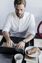 Man using laptop at home - GIOF02845