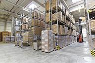Forklift in high rack warehouse - LYF00747