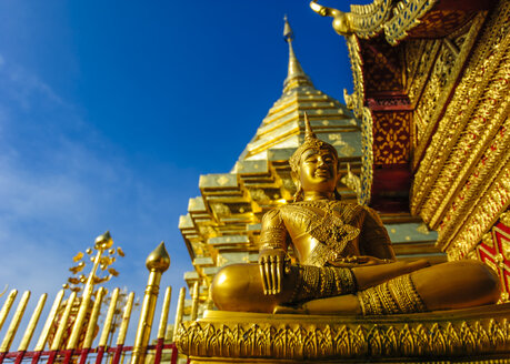 Thailand, Chiang Mai, temple Wat Phra That Doi Suthep, ornate golden statue and chedi - TOVF00088