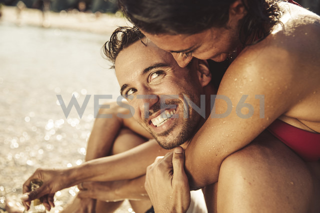 Couple in love on beach - SUF00147